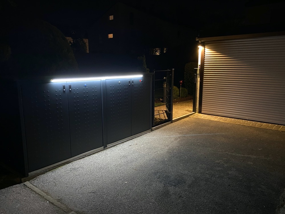 Hueblog: Show your Hue: Outdoor LightStrip at the trash can box