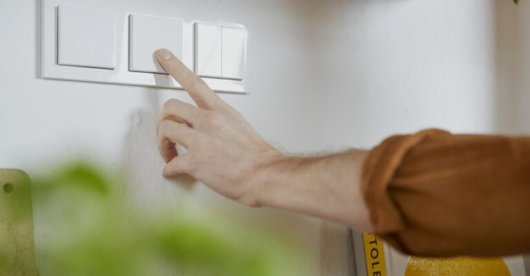Hueblog: Finally making all light switches smart: We have all been waiting for this module