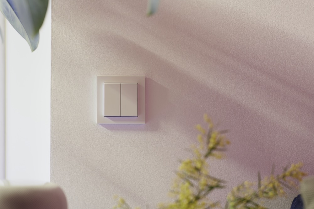 Hueblog: Not quite official in-wall switch with Friends of Hue technology