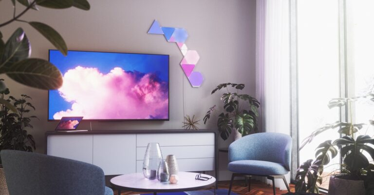 Hueblog: Smart lighting: Nanoleaf Shapes Hexagons are getting triangular siblings
